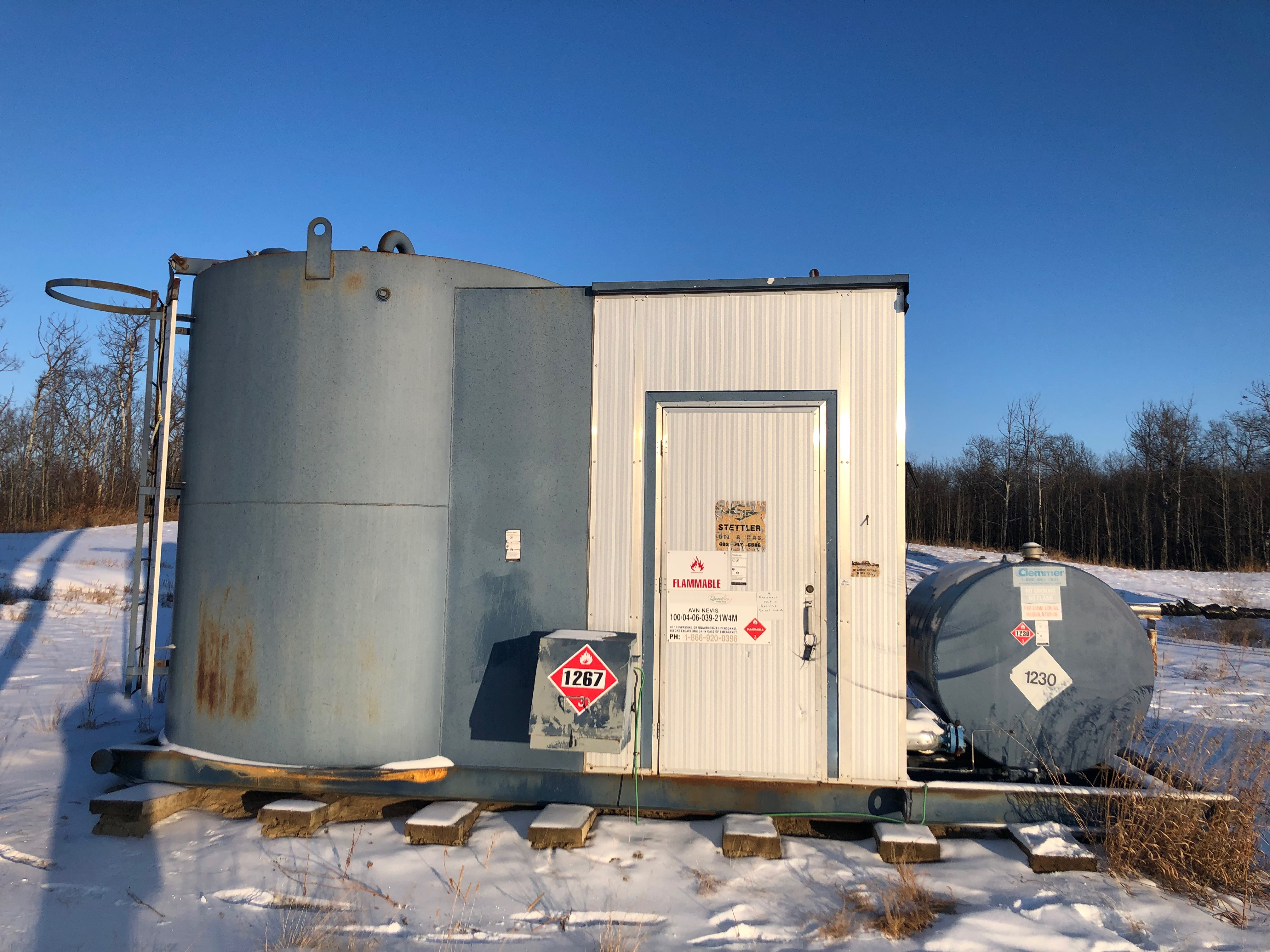 Separator, building and 100bbl tank